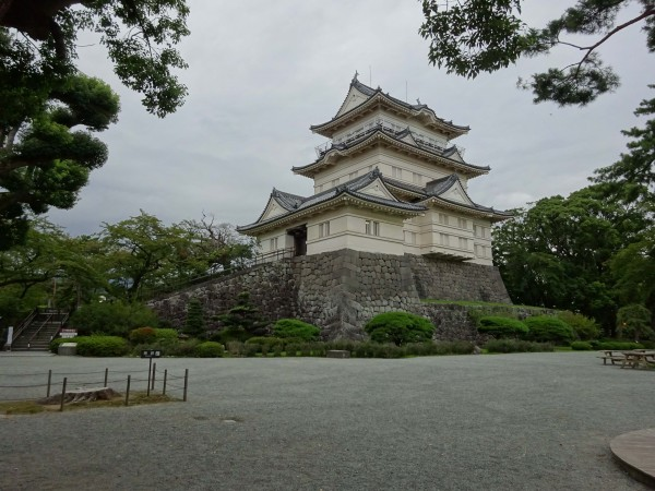 Odawara Castle was amazing. This building is enormous, you could drive a semi truck through that front door.